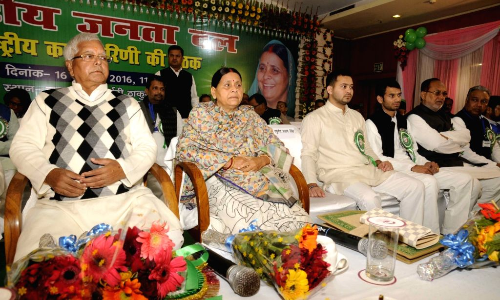 RJD chief Lalu Prasad Yadav with his wife Rabri Devi and sons Tejashwi Yadav and Tej Pratap Yadav during party programme in Patna, on Jan 16, 2016. - Lalu Prasad Yadav, Tejashwi Yadav and Tej Pratap Yadav