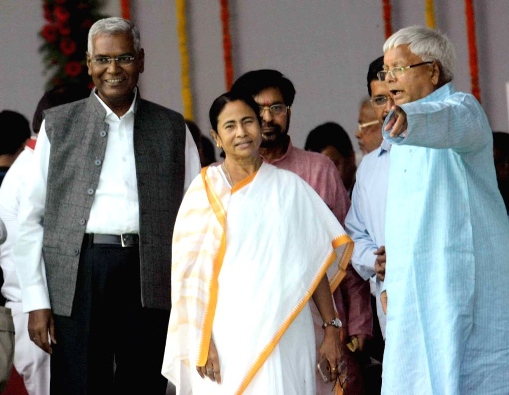 RJD chief Lalu Prasad Yadav with West Bengal Chief Minister Mamata Banerjee  and CPI national secretary D Raja during the swearing-in ceremony of the new JD-U-RJD-Congress coalition government ... - Mamata Banerjee and Lalu Prasad Yadav