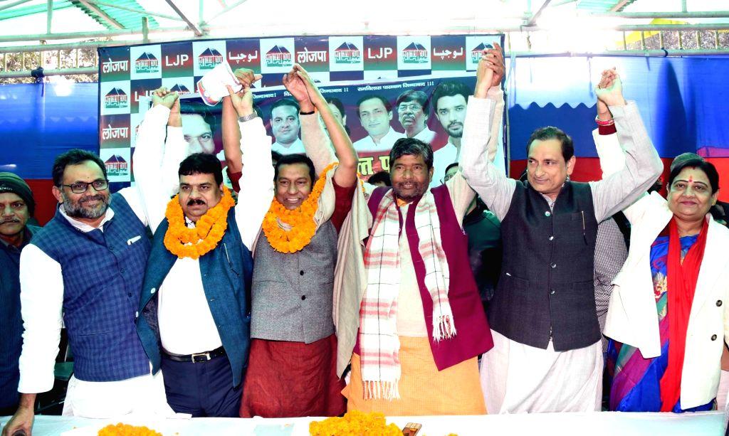 RJD leader Rajesh Kumar joins Lok Janshakti Party (LJP) in the presence of party leader Pashupati Kumar Paras in Patna on Jan 10, 2020. - Rajesh Kumar and Pashupati Kumar Paras
