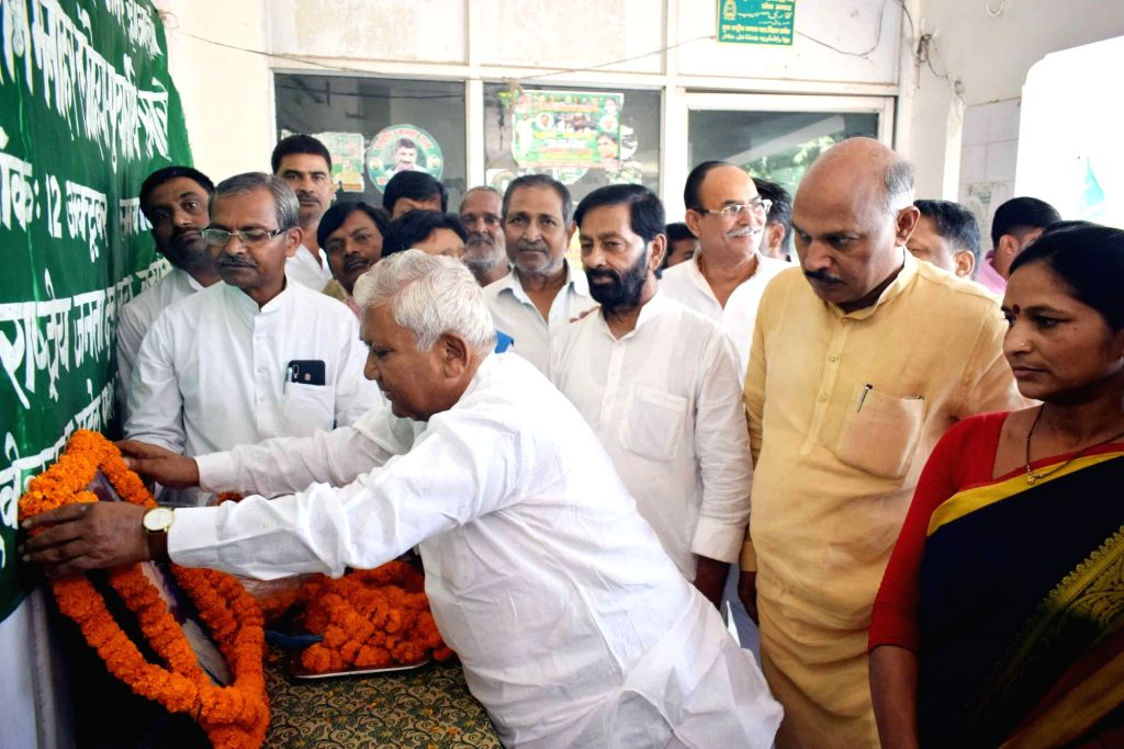 RJD leader Ram Chandra Purbey pays tributes to Ram Manohar Lohia on his death anniversary, in Patna on Oct 12, 2019.