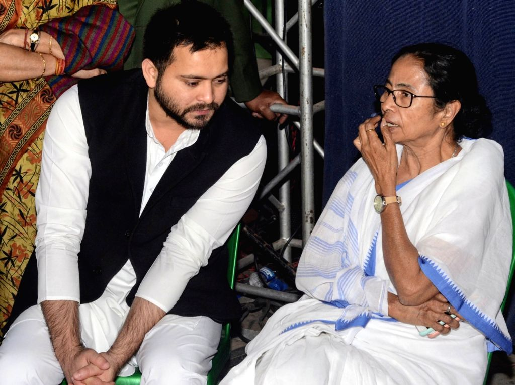 RJD leader Tejashwi Yadav and DMK Rajya Sabha MP Kanimozhi meets West Bengal Chief Minister Mamata Banerjee during a sit-in (dharna) demonstration over the CBI's attempt to question Kolkata ... - Mamata Banerjee and Tejashwi Yadav