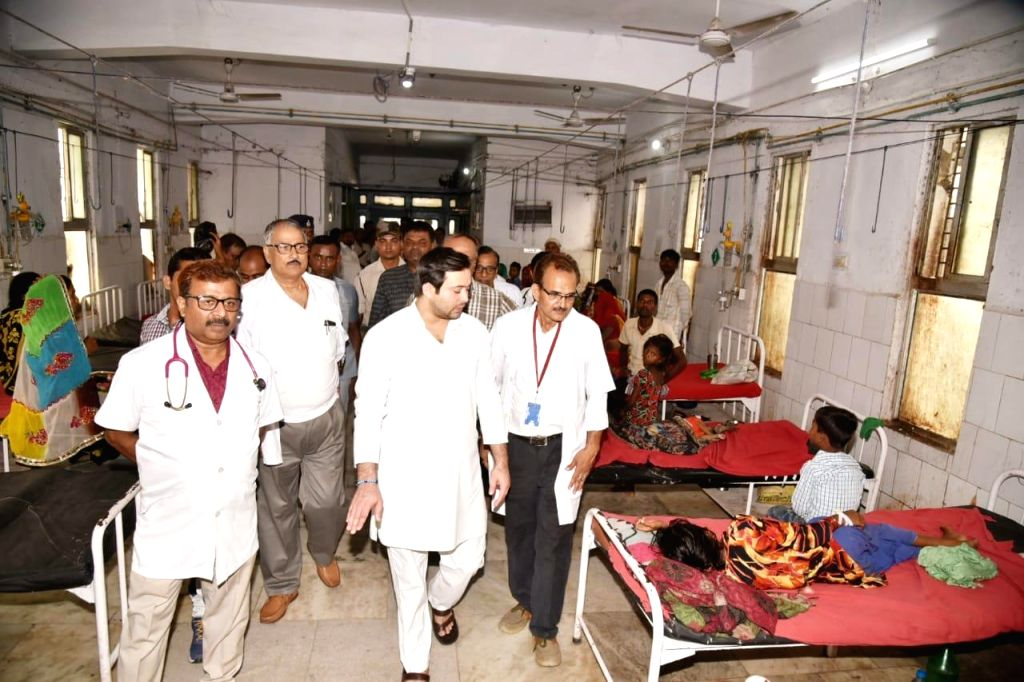 RJD leader Tejashwi Yadav during his visit to the Shri Krishna Medical College and Hospital (SKMCH) to meet the victims of Acute Encephalitis Syndrome (AES) outbreak, in Bihar's ... - Tejashwi Yadav