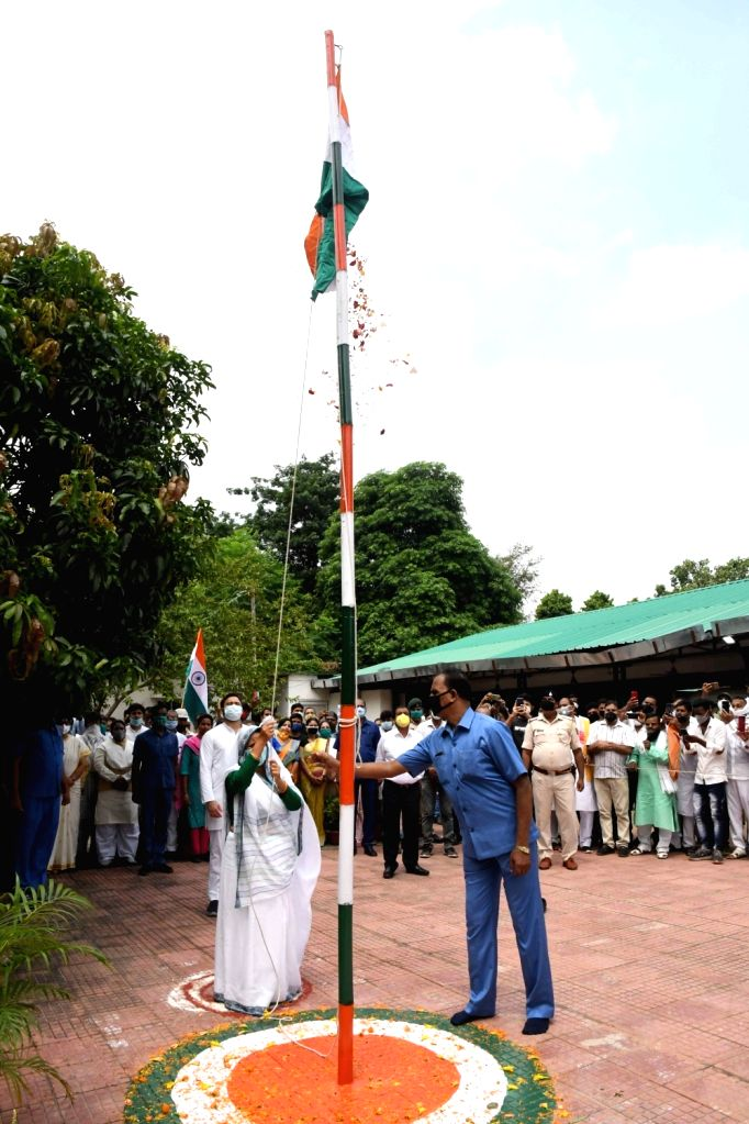 RJD leaders Rabri Devi and Tejashwi Yadav hoist the tricolor at their residence on the occasion of the 74th Independence Day, in Patna on Aug 15, 2020. - Tejashwi Yadav