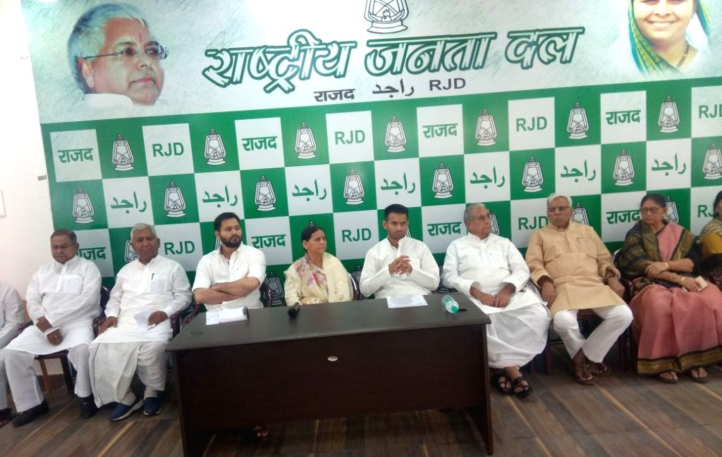 RJD leaders Tejashwi Yadav, Rabri Devi, Tej Pratap Yadav and other leaders during a meeting of the party MLAs in Patna on April 5, 2018. - Tejashwi Yadav and Tej Pratap Yadav