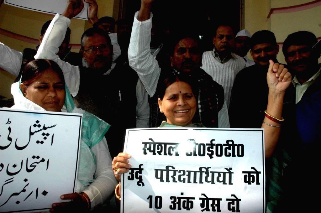 RJD legislators headed by former Bihar Chief Minister Rabri Devi demonstrate in Bihar Legislative Assembly premises in Patna on Dec.13, 2013. - Rabri Devi