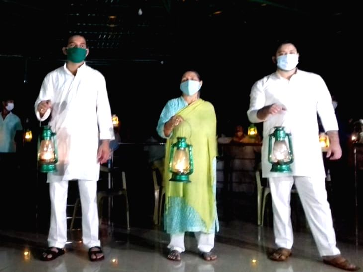 RJD protests by lighting lamps in Bihar.