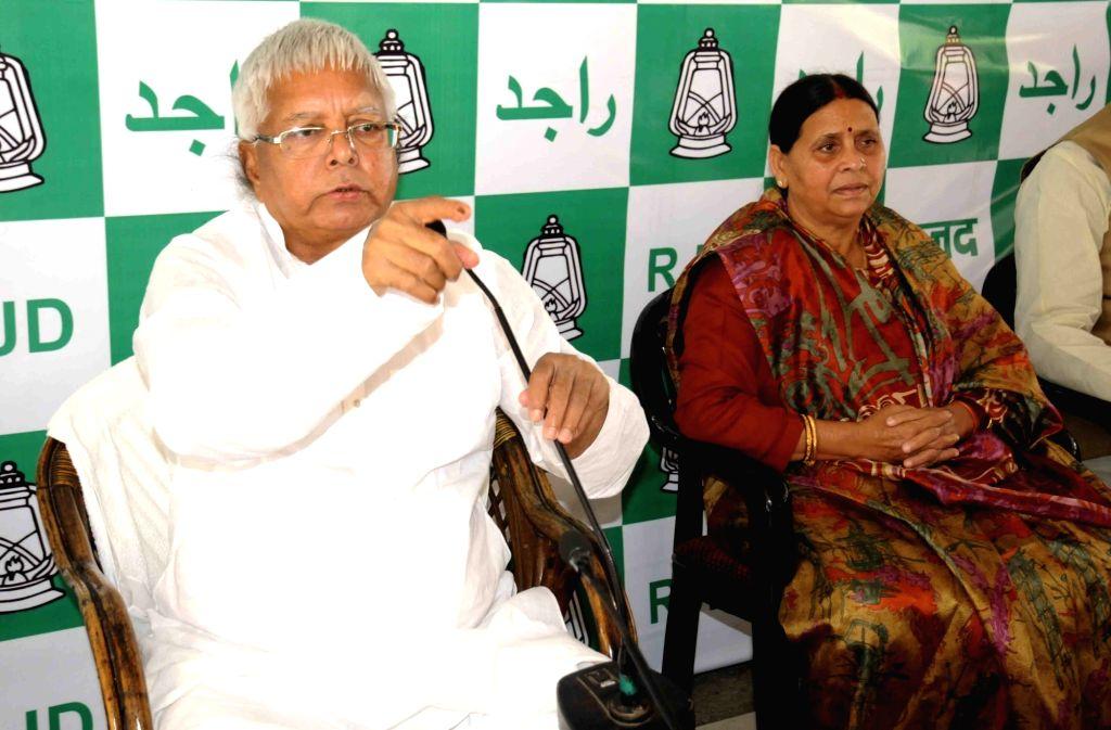 RJD supremo Lalu Prasad Yadav and Rabri Devi during RJD legislative party meeting in Patna on Nov 14, 2015. - Lalu Prasad Yadav