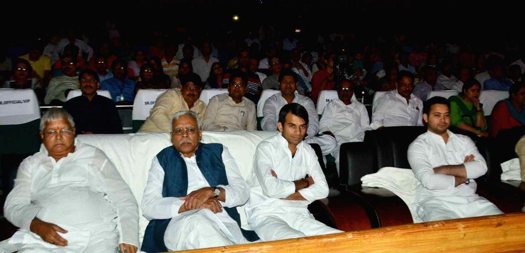 RJD supremo Lalu Prasad Yadav with his sons Tejashwi Yadav and Tej Pratap Yadav during a programme in Patna on Oct 25, 2016. - Lalu Prasad Yadav, Tejashwi Yadav and Tej Pratap Yadav