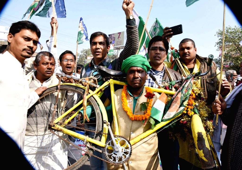 RJD workers stage a demonstration during a statewide strike called to protest against police lathicharge on protesting Rashriya Lok Samata Party (RLSP) leaders and workers, in Patna on Feb 4, ... - Upendra Kushwaha