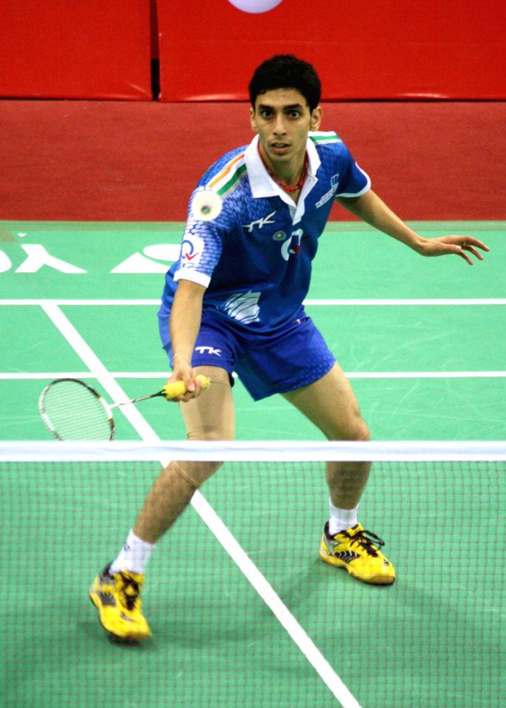 RMV Guru Sai Dutt of Awadhe Warriors  against Saemsomboonsuk Tanongssak of Hyderabad Hotshots at the Indian Badminton League in New Delhi on August 15, 2013. (Photo::: IANS) - Sai Dutt