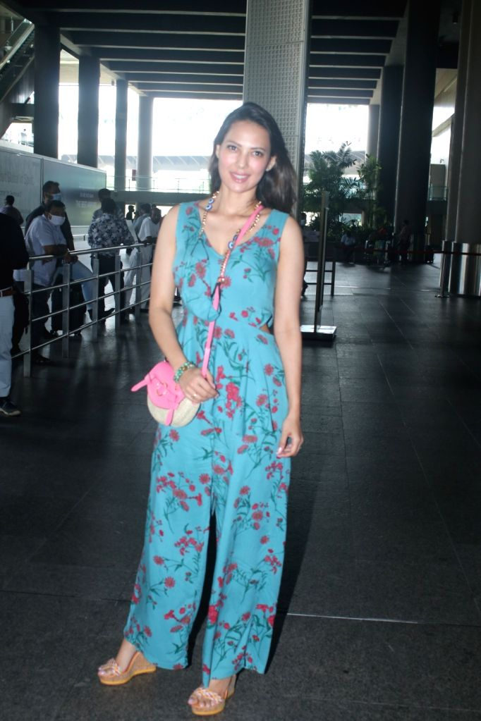 Rochelle Rao Spotted At Airport Arrival on 05 october,2021.