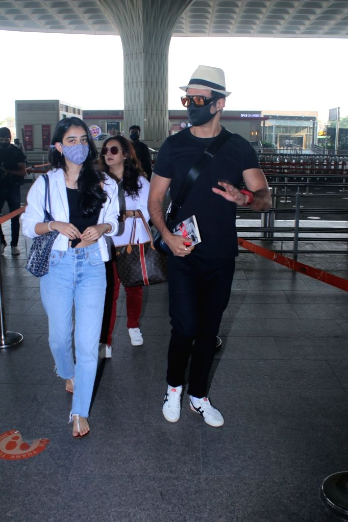 Rohit Roy with family spotted at airport departure on Tuesday 09th March, 2021 . - Rohit Roy