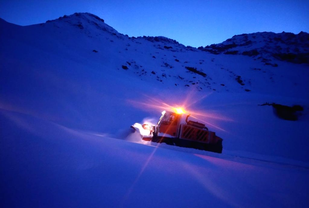 Rohtang Pass opens 3 weeks in advance amid COVID lockdown.