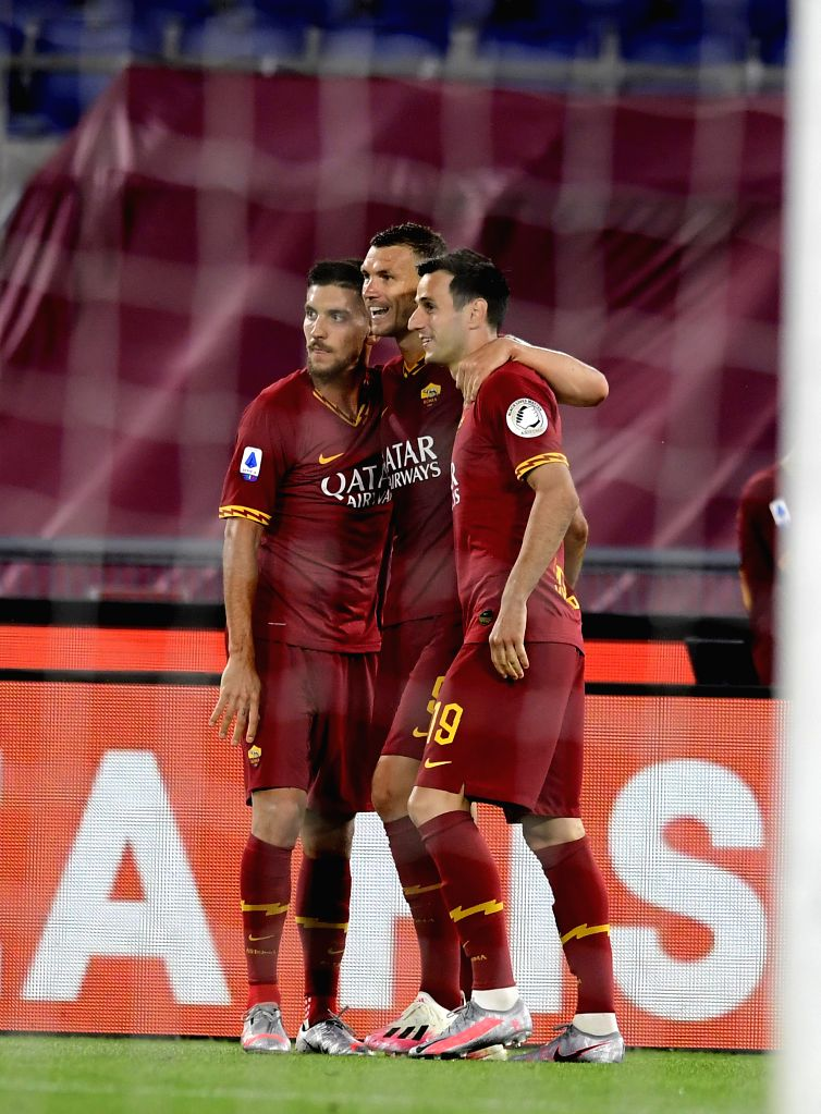 Roma's Edin Dzeko celebrates his goal with his teammates during a Serie A football match between Roma and Sampdoria in Rome, Italy, June 24, 2020.