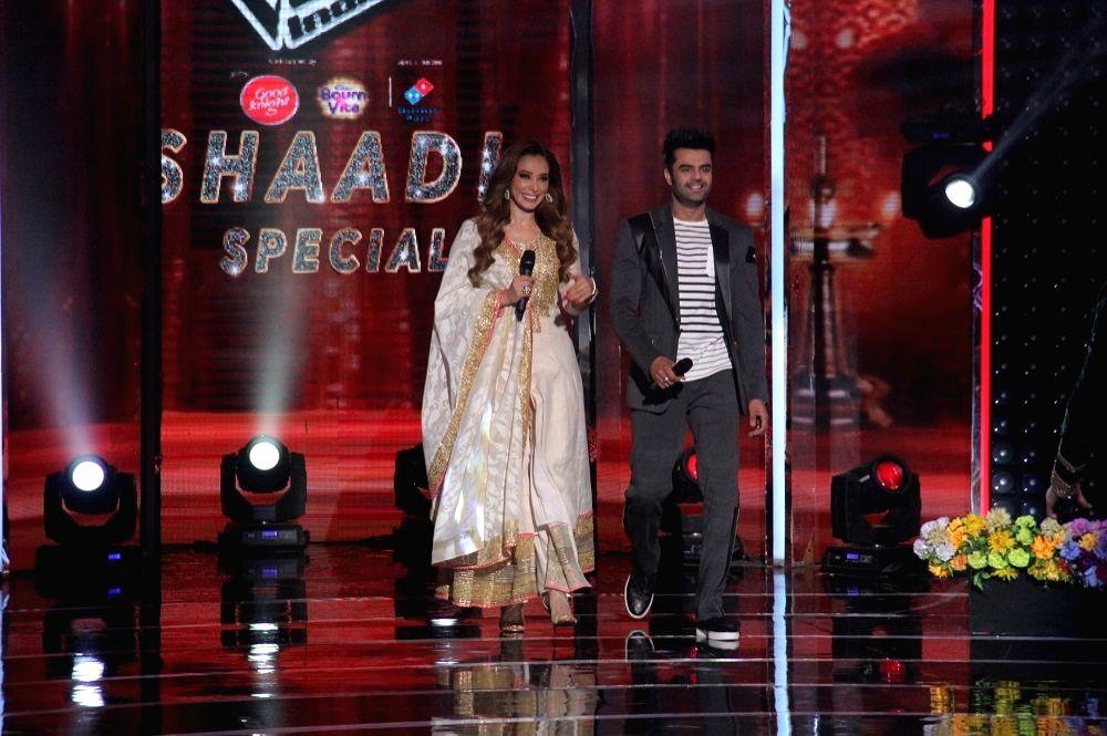 "Romanian TV presenter Iulia Vantur and actor Maniesh Paul on the sets of singing reality show ""The Voice India Kids Season 2"" in Mumbai on Jan 30, 2018. - Maniesh Paul"