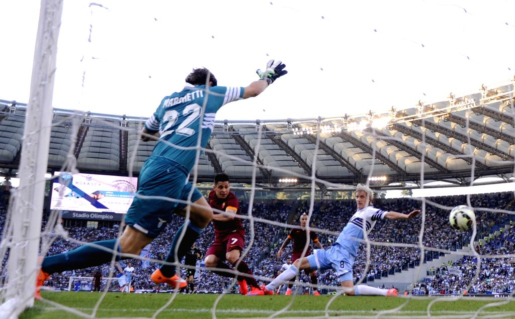 Rome's Juan Iturbe (C) shoots and scores during the Italian Serie A soccer match against Lazio at the Olympic Stadium in Rome, Italy, May 25, 2015. Rome beat Lazio 2-1. ...
