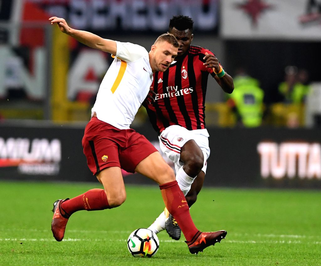 ROME, Oct. 2, 2017 - Roma's Edin Dzeko(L) vies with AC Milan's Frank Kessie during a Serie A soccer match between AC Milan and Roma in Milan, Italy, Otc. 1, 2017. Roma won 2-0.
