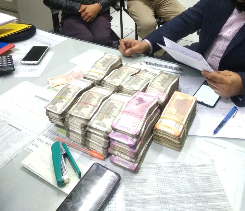Rs 25 lakh cash seized by the Central Industrial Security Force (CISF) from a passenger's hand baggage, at the Okhla Vihar Metro Station in New Delhi on Jan 9, 2020.