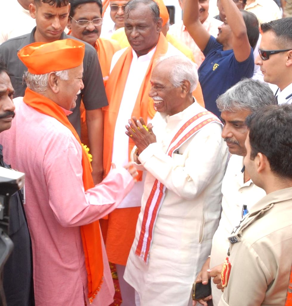 RSS chief Mohan Bhagwat and Himachal Pradesh Governor Bandaru Dattatreya during Ganesh Immersion procession in Hyderabad on Sep 12, 2019.