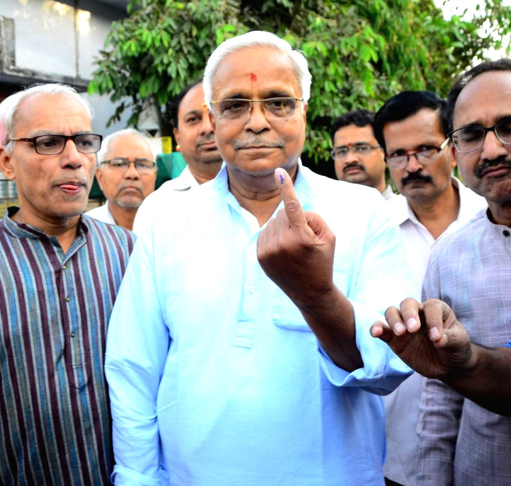 RSS General Secretary Bhaiyaji Joshi shows his inked finger after casting vote for Lok Sabha election at a polling station in Nagpur, on April 11, 2019. - Secretary Bhaiyaji Joshi