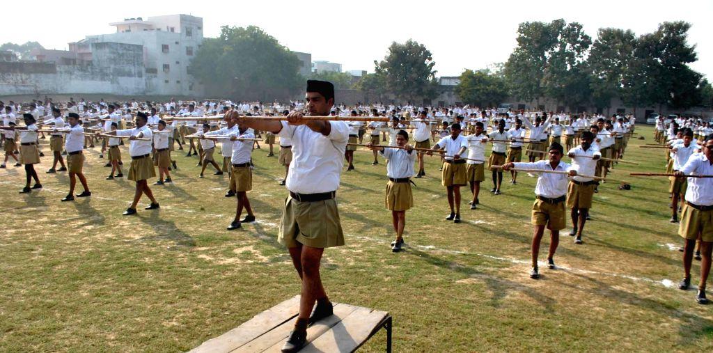 RSS volunteers. (File Photo: IANS)