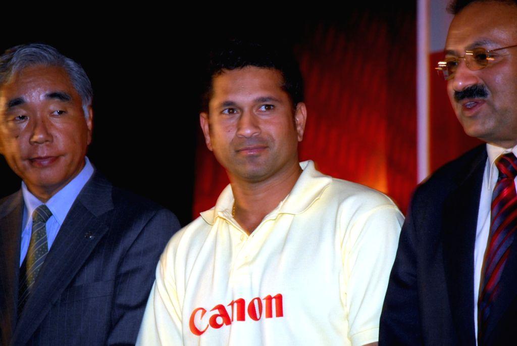 Sachin Tendulkar, Brand ambassador of Canon at a function in Kolkata on 2nd June 2009. On his left Aloke Bharadwaj, Senior Vice President Canon India and (right) Kensaku Konishi President and CEO Cano