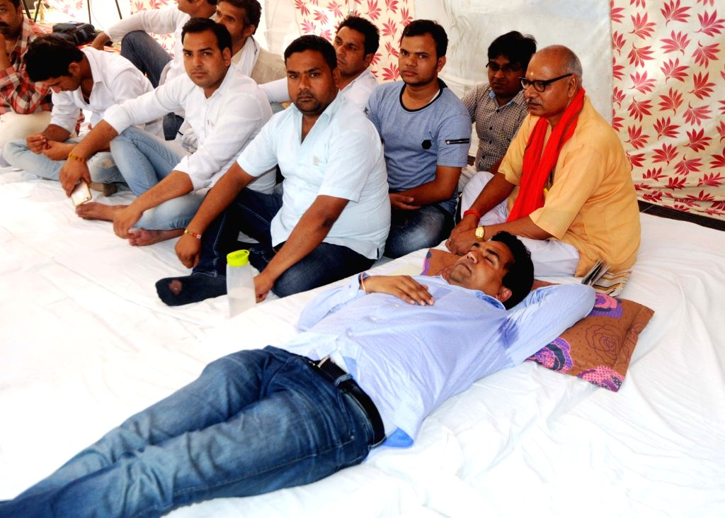 Sacked Delhi minister Kapil Mishra who began his indefinite hunger strike at his home and threatened not to eat anything till Chief Minister Arvind Kejriwal reveals who funded foreign ... - Kapil Mishra and Arvind Kejriwal