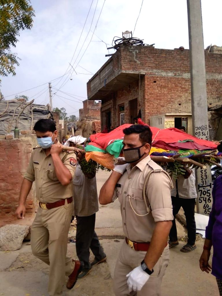 Saharanpur constables perform the last rituals of old dalit widow after her relatives could not reached during lockdown.