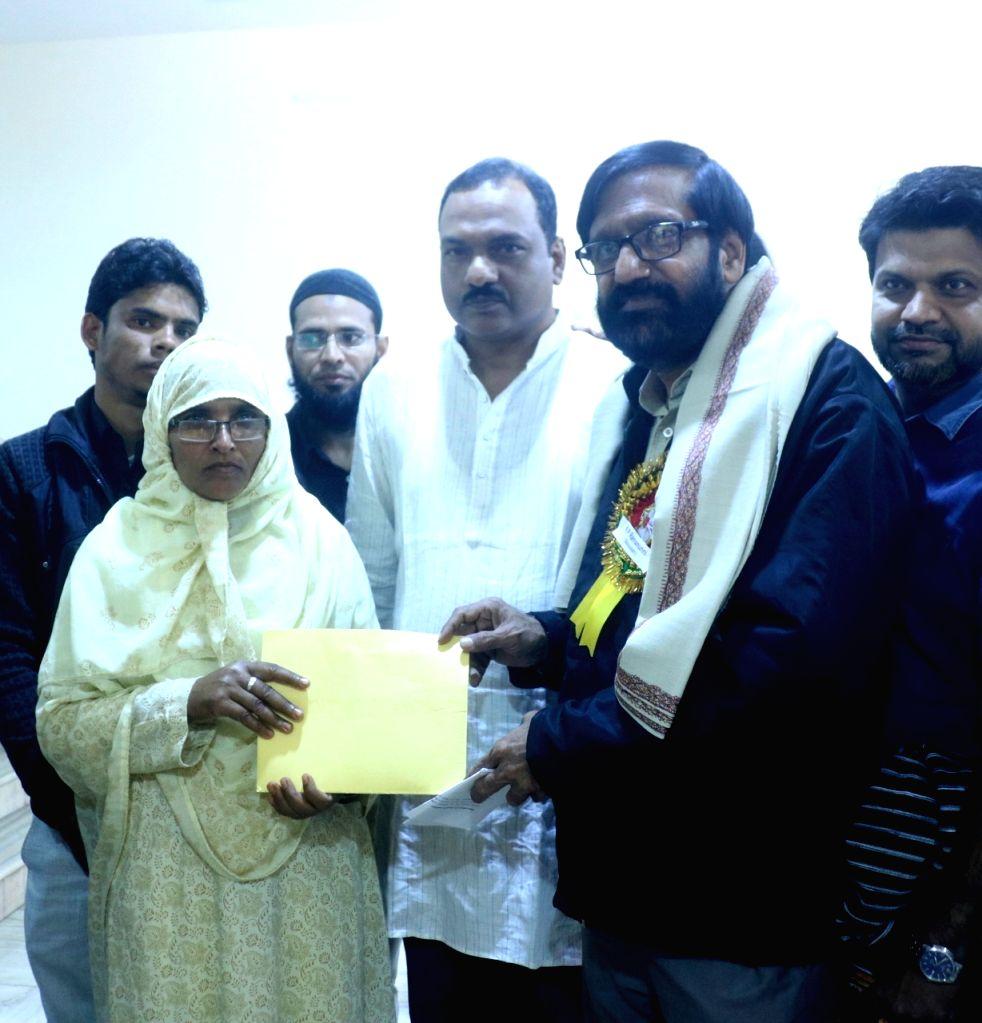 Sahitya Akademi Award winner Malayalam novelist and short story writer K.P. Ramanunni contributes his award prize money to Mother of teenager Junaid Khan, who was stabbed to death in a ... - Junaid Khan