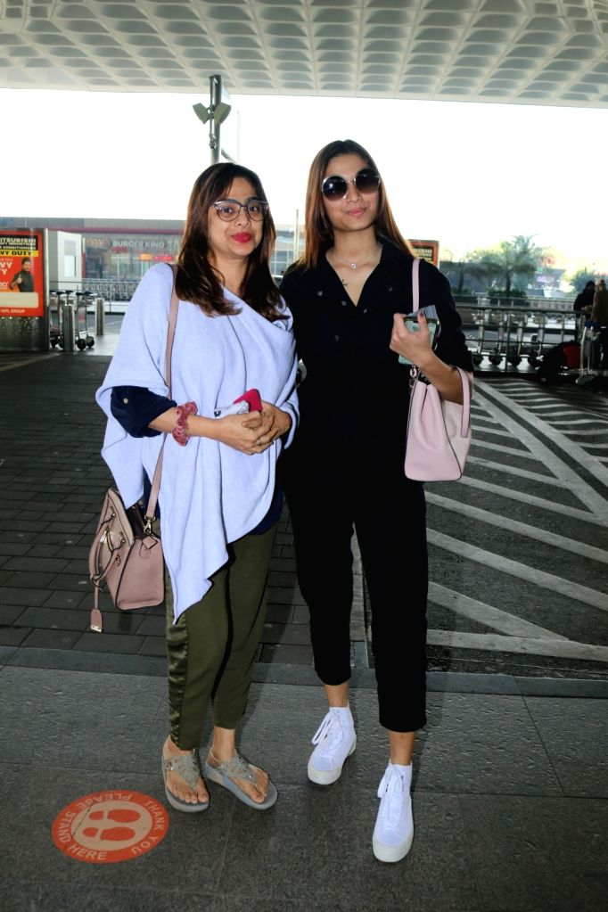 Saiee Manjrekar with her mom Medha Manjrekar seen at Airport on Wednesday, 27 January 2021. - Saiee Manjrekar and Medha Manjrekar