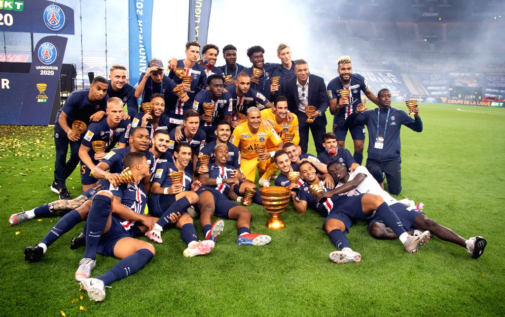 Saint-Paris Saint-Germain's players celebrate with the trophy after winning the French League Cup final football match between Paris Saint-Germain and Olympique ...