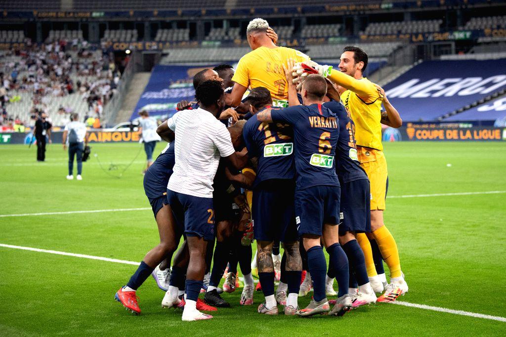 Saint-Paris Saint-Germain's players celebrate after winning the French League Cup final football match between Paris Saint-Germain and Olympique Lyonnais at the Stade ...