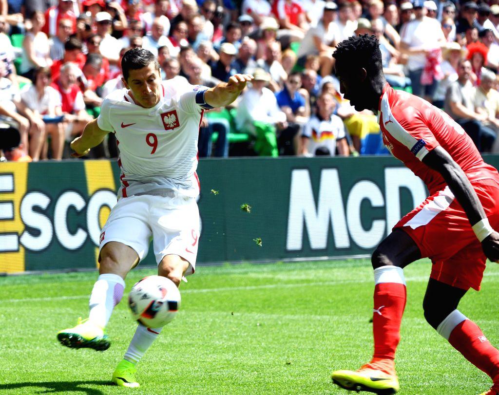SAINT-Poland's Robert Lewandowski(L) competes during the Euro 2016 round of sixteen football match between Switzerland and Poland in Saint-Etienne on June 25, 2016.