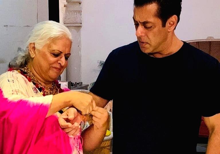 Salman Khan and Bina Kak.(Photo: instagram/kakbina) - Salman Khan