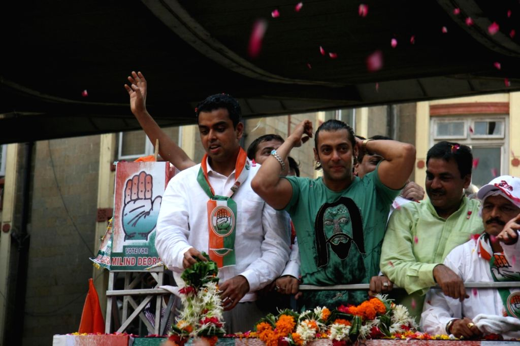Salman Khan at Milind Deora's political rally.