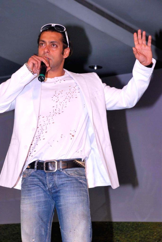 Salman khan at the press meet of Dus Ka Dum 2.