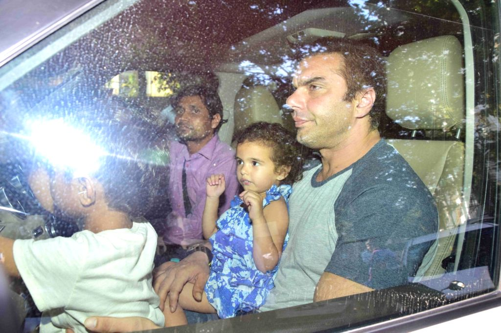 Salman Khan`s family visits Arpita Khan on her child birth at Hinduja Hospital in Mumbai on March 30, 2016. Aayush Sharma and Arpita Khan, blessed with Baby Boy. - Salman Khan, Arpita Khan and Aayush Sharma