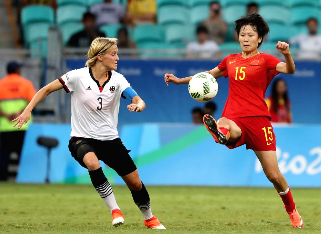 SALVADOR, Aug. 12, 2016 - Zhang Rui (R) of China vies with Saskia Bartusiak of Germany during the women's football quarterfinal between China and Germany at the 2016 Rio Olympic Games in Salvador, ...