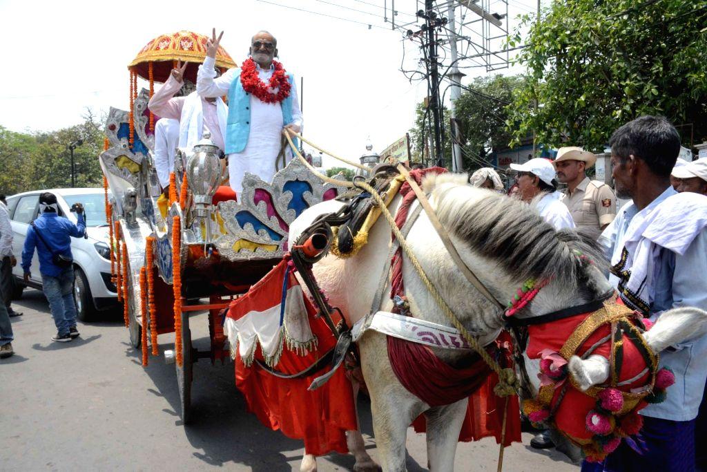 Samagra Vikas Party's Lok Sabha candidate from Patna Sahib, Shankar Charan Tripathi during a roadshow ahead of the 2019 Lok Sabha elections, in Patna on April 26, 2019. - Charan Tripathi
