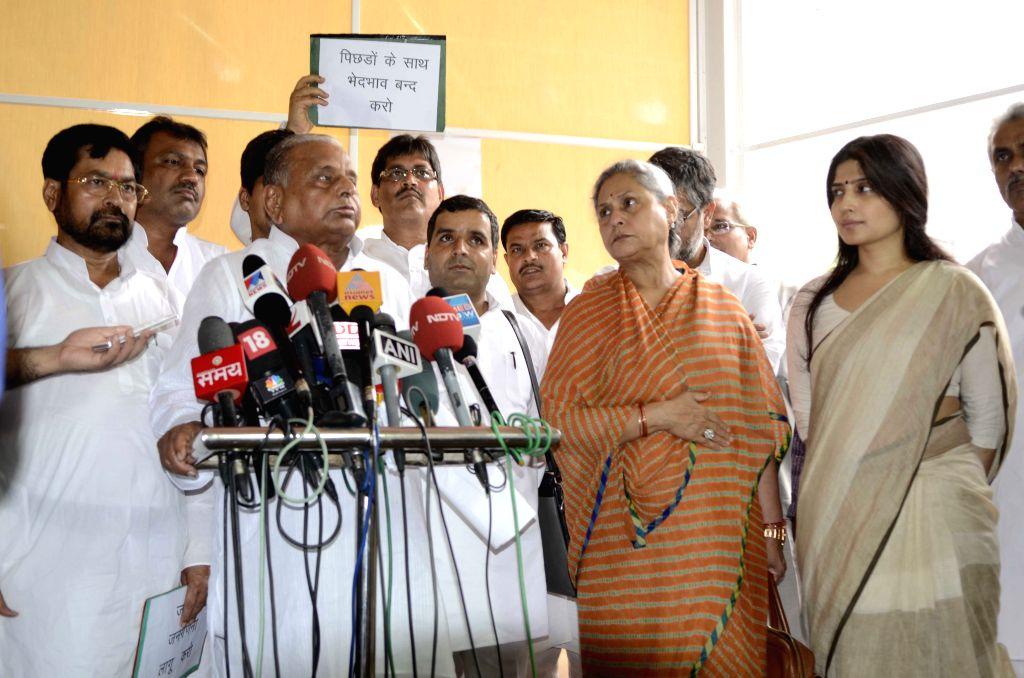 Samajwadi Party chief Mulayam Singh Yadav addresses at the Parliament in New Delhi, on Aug 11, 2015. Also seen SP MPs Jaya Bachchan and Dimple Yadav. - Mulayam Singh Yadav and Jaya Bachchan