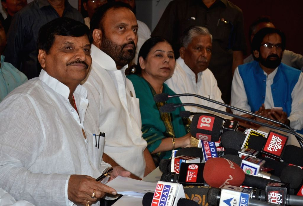 Samajwadi Party leader Shivpal Singh Yadav addresses a press conference after being expelled from cabinet by Uttar Pradesh Chief Minister Akhilesh Yadav in Lucknow, on Oct 23, 2016. - Akhilesh Yadav and Shivpal Singh Yadav