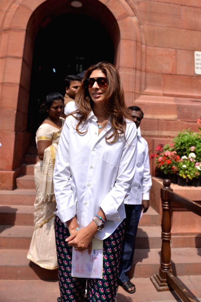 Samajwadi Party MP Jaya Bachchan's daughter Shweta Bachchan Nanda at Parliament in New Delhi on April 4, 2018. - Jaya Bachchan and Shweta Bachchan Nanda
