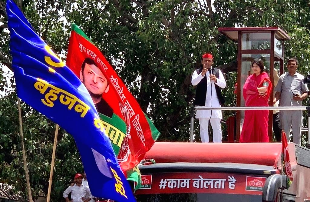 Samajwadi Party President Akhilesh Yadav accompanied by his wife and the party's Lok Sabha candidate from Kannauj Dimple Yadav, addresses during a roadshow ahead of the 2019 Lok Sabha elections in ... - Akhilesh Yadav and Kannauj Dimple Yadav