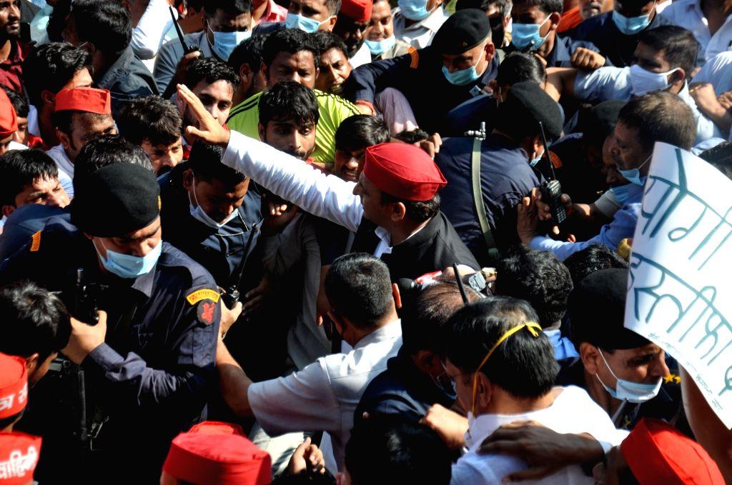 Samajwadi party president Akhilesh Yadav leading party workers during a protest against  Lakhimpur Kheri violence  in Lucknow on Monday October 04,2021.(photo: Phool Chand/IANS) - Akhilesh Yadav