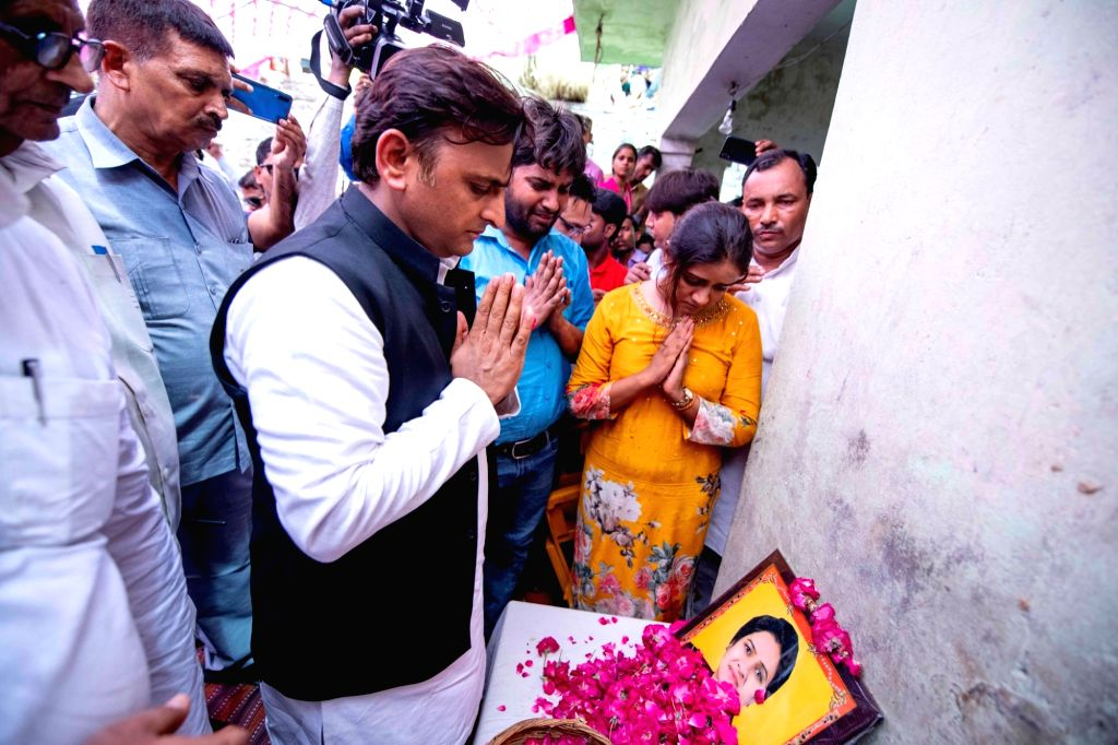 Samajwadi Party President Akhilesh Yadav pays tributes to slain Uttar Pradesh Bar Council president Darwesh Yadav who was shot dead in a lawyers chamber, in Uttar Pradesh's Etah on June 13, ... - Akhilesh Yadav and Darwesh Yadav
