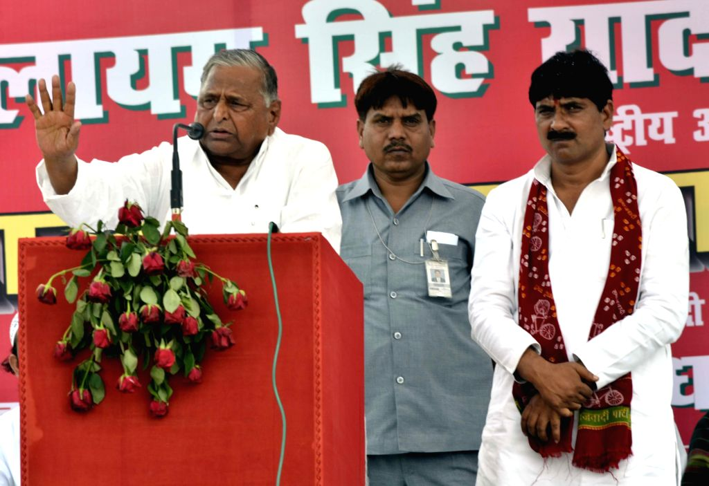 Samajwadi Party president Mulayam Singh Yadav campaigns for party's candidate for 2014 Lok Sabha Election from Agra, Maharaj Singh Dhangar in Agra on April 16, 2014. - Maharaj Singh Dhangar