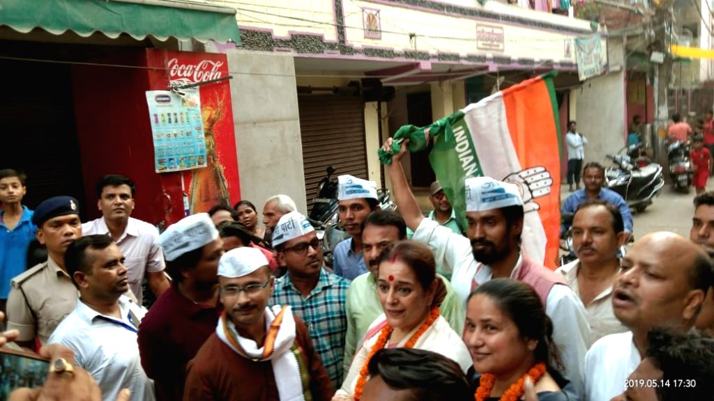 Samajwadi Party's Lok Sabha candidate from Lucknow, Poonam Sinha participates during an election campaign in support of her husband and Congress' Lok Sabha candidate from Patna Sahib, ... - Poonam Sinha and Shatrughan Sinha