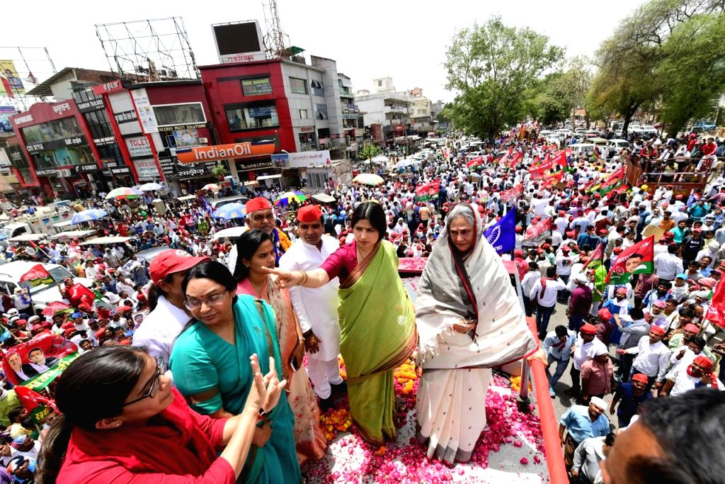 Samajwadi Party (SP) leaders Jaya Bachchan and Dimple Yadav participate in a  roadshow as they campaign for the forthcoming Lok Sabha elections, in Prayagraj on May 10, 2019. - Jaya Bachchan and Yadav