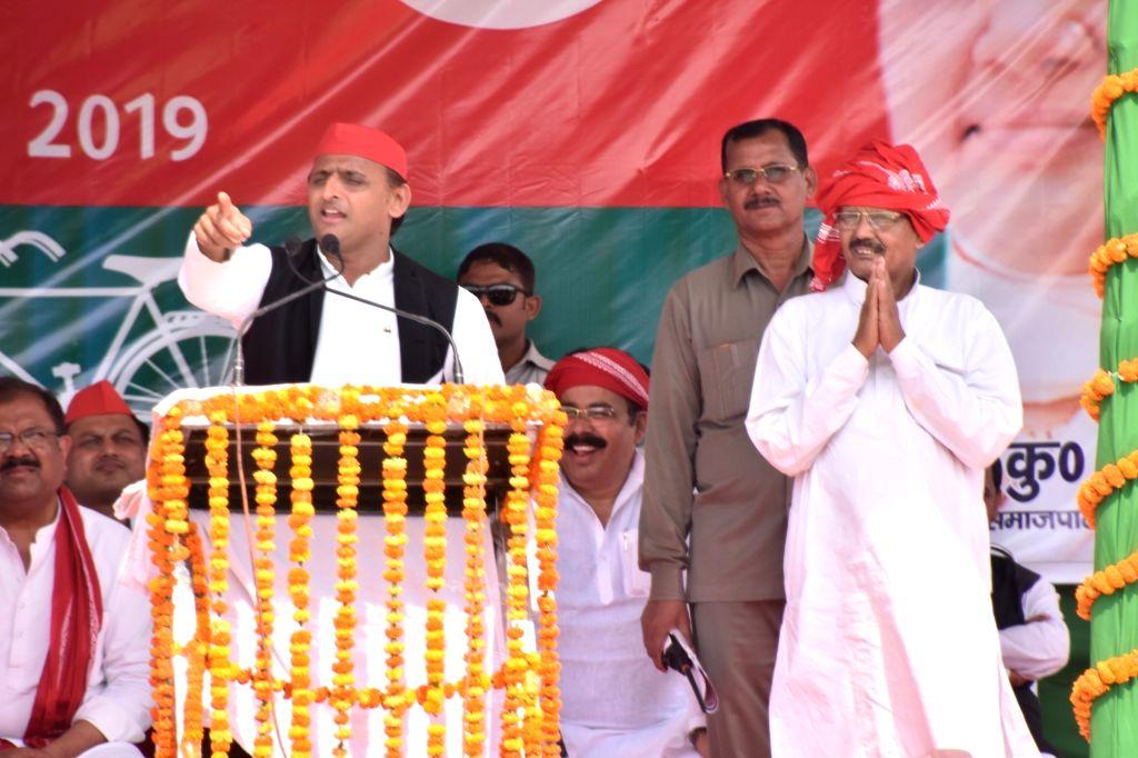 Samajwadi Party (SP) President Akhilesh Yadav addresses a public rally ahead of the 2019 Lok Sabha elections, in Uttar Pradesh's Sonbhadra, on May 12, 2019. - Akhilesh Yadav