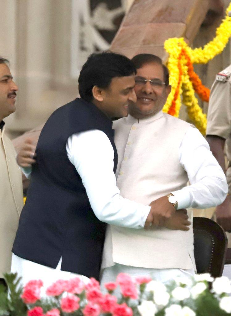 Samajwadi Party supremo Akhilesh Yadav and Loktantrik Janata Dal (LJD) leader Sharad Yadav at the swearing in ceremony of Karnataka Chief Minister H.D.Kumaraswamy in Bengaluru on May 23, ... - H., Akhilesh Yadav and Sharad Yadav